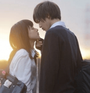 志尊淳と芳根京子が共演した映画「先輩と彼女」で2015年度流行語大賞にノミネートされたアゴクイをしている画像
