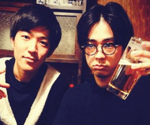 成田凌がインスタでビールを持ってイケメン兄との兄弟ツーショットを披露した画像