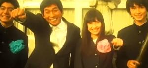 恒松祐里と明石家さんまがFUNKY MONKEY BABYSのシングル曲「ありがとう」のMVで共演している画像
