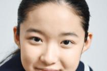 藤野涼子が朝ドラ「ひよっこ」の兼平豊子役で制服を着てこっちを見ている画像