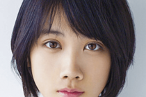 松本穂香(月9,朝ドラ女優)がこっちを見ている宣材写真の画像