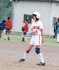 白石麻衣の中学校のソフトボール部の時の写真の画像