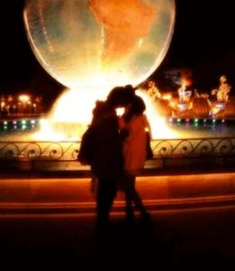 武田玲奈が彼氏とキスしている写真の画像
