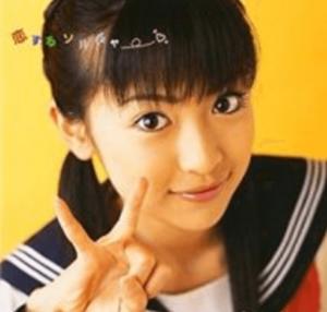 泉里香が中学生の時にデビュしてすぐ出したCDのジャケットの写真の画像